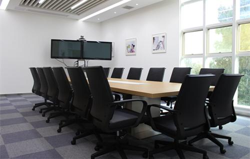 武汉<a  data-cke-saved-href='http://www.whmeigao.com/' href='http://www.whmeigao.com/' class='keys' title='点击查看关于办公家具的相关信息' target='_blank'>办公家具</a> 会议室桌椅