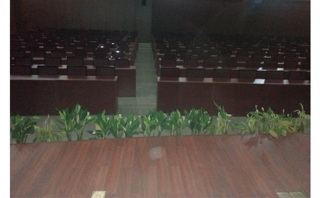 美高办公家具工程案例实景照片 报告厅[主席台条形会议桌]