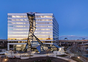 英孚教育:给你一座视觉炸裂的惊艳玻璃办公楼